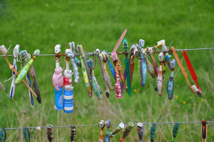 Toothbrush fence