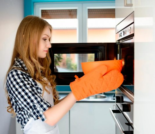 woman using microwave safe container